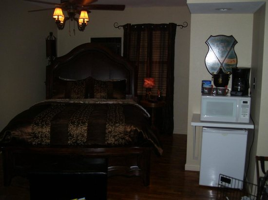 Tradewinds Lodging and Bed & Breakfast: The Wolf Den