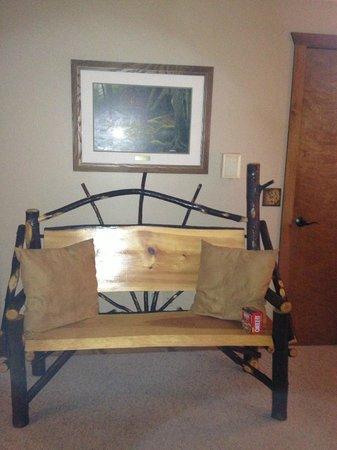 Bear Mountain Lodge: Room decor