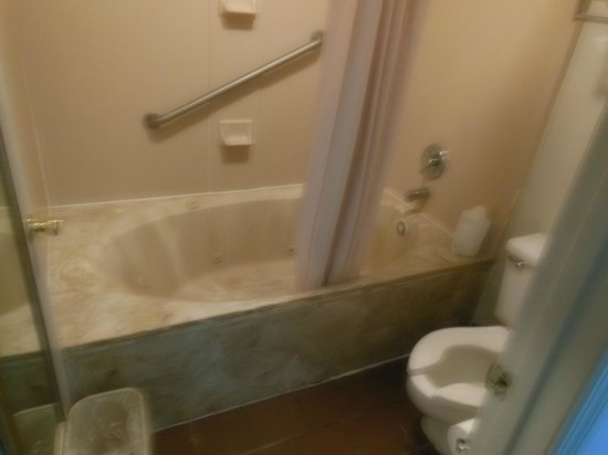 Suburban Extended Stay Hotel: Jacuzzi Tub