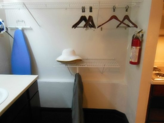 Suburban Extended Stay Hotel: Closet area