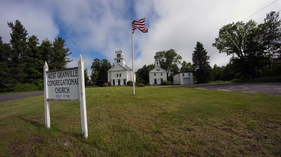 Prospect Mountain Campground: Classic New England church nearby