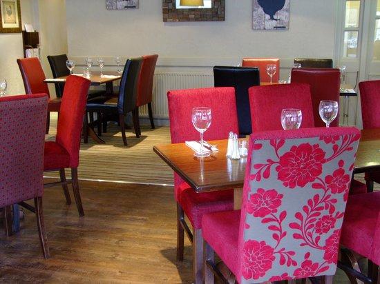 The Fancott: Restaurant4