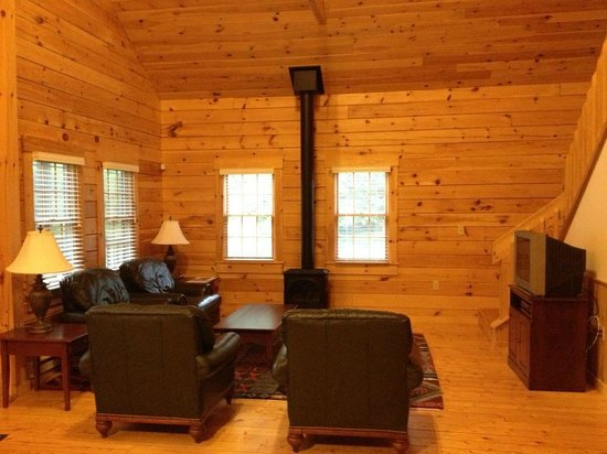 Point Lookout: Living room with working fireplace