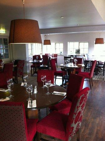 The Fancott: Restaurant Main