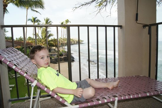 Nohonani Condos: Relaxing on the lanai