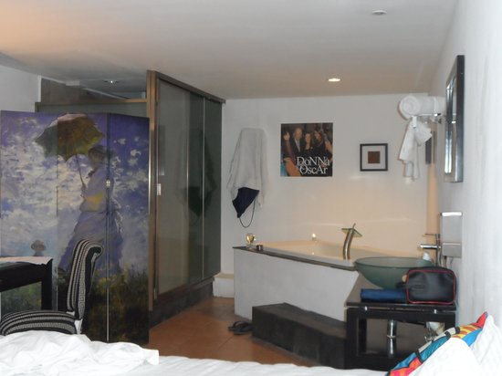 Mayafair Design Hotel: la tina ..ideal para relax despues de trabajar