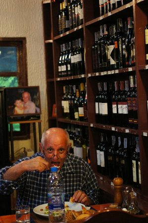 La Buca: The amazing Oreste, having a very healthy dinner (only salad)