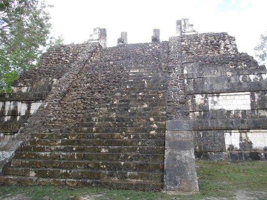 Templo de las grandes mesas picture of chichen itza for Mesas grandes