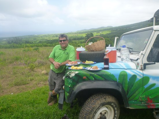 Greg's Safaris: Greg with the picnic spread of local foods