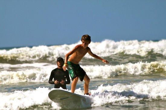 Atrapasuenos Dreamcatcher Hotel: surf lessons2