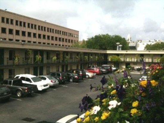 Charleston - Days Inn Historic District: Days Inn hotel and pkg lot