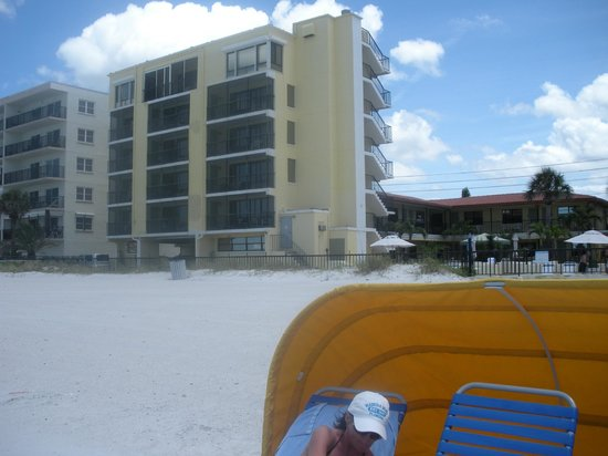 Shoreline Island Resort: the building our room was in