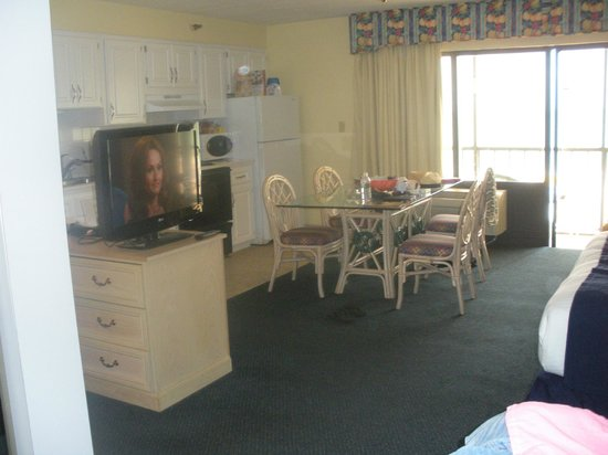 Shoreline Island Resort: another part of our room with full kitchen