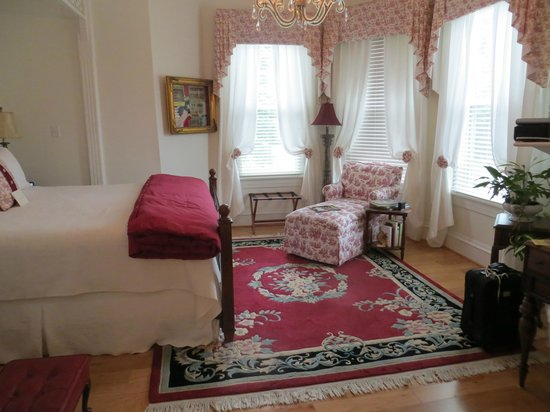 The Manor at Twin Oaks Bed and Breakfast: The Southern Nights Room