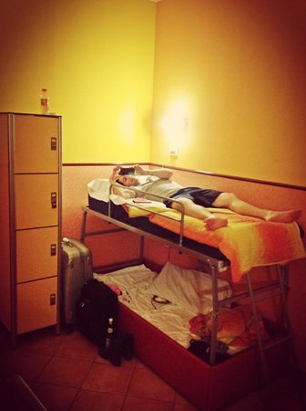 Alessandro Palace Hostel : Camas