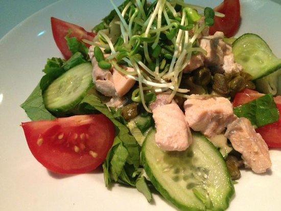 Five Restaurant: Mieszane sałaty z grillowanym łososiem