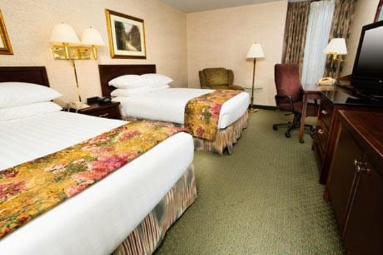 Drury Inn & Suites Kansas City Airport: Deluxe Room