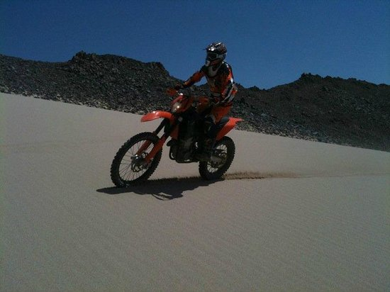 Bike Egypt - Extreme Desert Adventure : Guest rides the smooth dune
