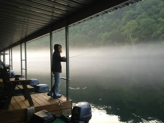 Lilleys' Landing Resort & Marina: Fishing from dock...early morning