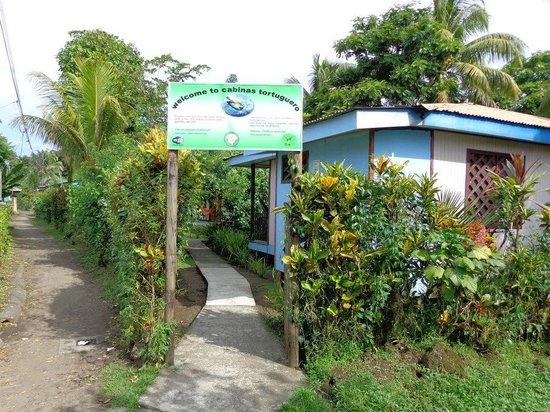 Cabinas Tortuguero: Entrada a cabinas toruguero