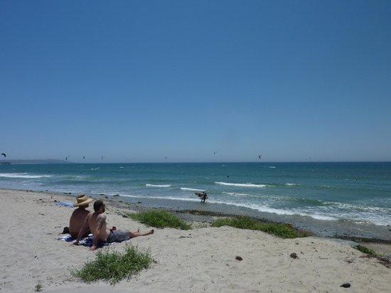 Empress Hotel of La Jolla : Sand and surf