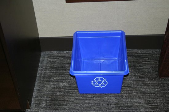 Hilton Saint John : Recycling Bin in our room