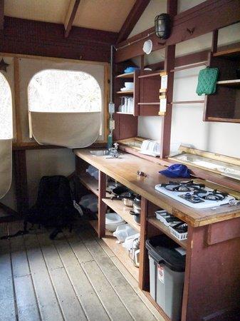 Concordia Eco-Resort: Kitchen in Eco-tent