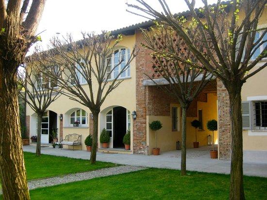 La Villa Hotel: Hotel facade