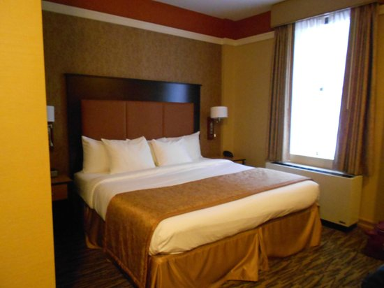 La Quinta Inn & Suites Manhattan: our lovely love nest!!!!! it seems small in the picture but in reality it's big enough!!!