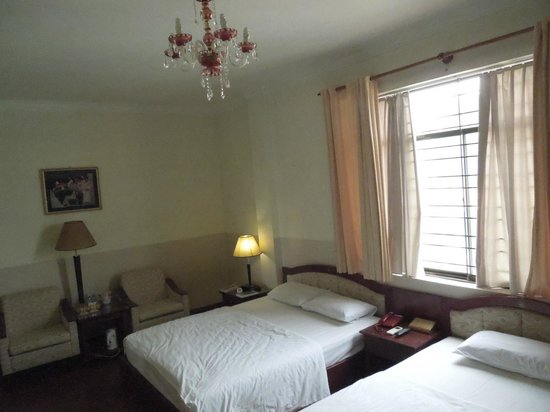 Ngoc Lan Hotel : Room with large window on side