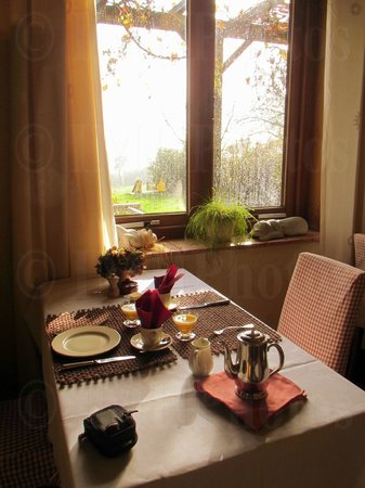 Hotel Reverie : Breakfast with view of contryside