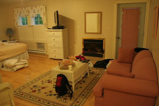 Kindred Spirits Country Inn & Cottages: Deluxe Room in the Gate House