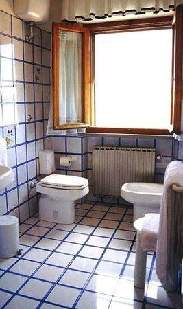 Villa Lavinia B&B: Bagno di una camera al secondo piano