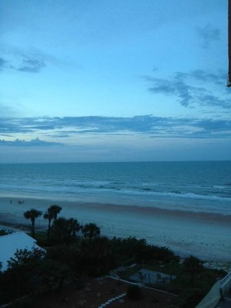 The Cove on Ormond Beach: Beach at dusk from balconyy