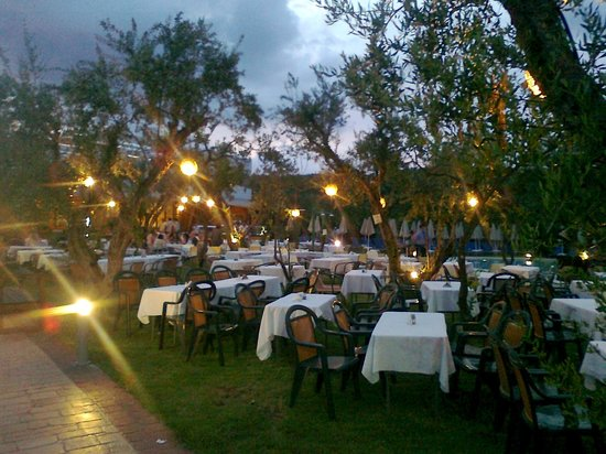 Planos Apart Hotel: Barbecue Nights at Hotel Water Park