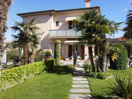 Poolanlage Picture Of Hotel Villa Olivo Bardolino