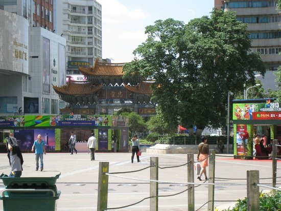 IC Holiday Shun Cheng Serviced Apartments : Another view of the Chinese Gate