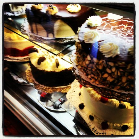Alcove Cafe & Bakery : Alcove Cake Display