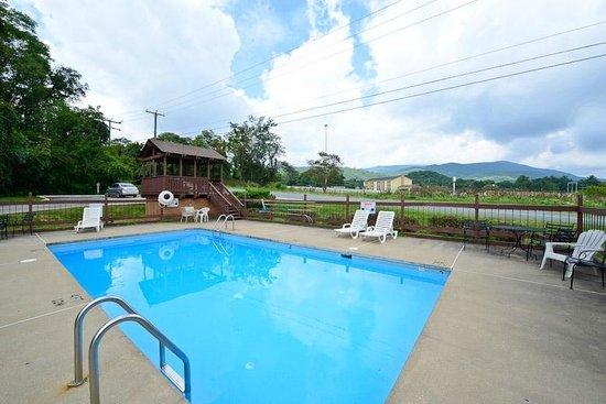 Compare Inn and Suites: Seasonal Pool