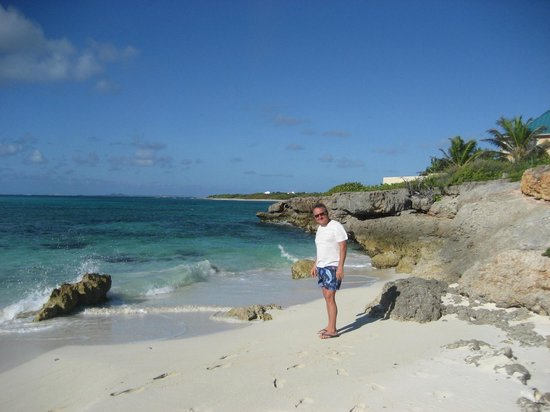Las EsQuinas Boutique Bed and Breakfast: Jim enjoying the beach