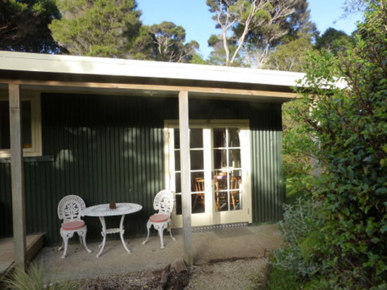 Aroha Island Ecocentre: Fantail Bush Cottage