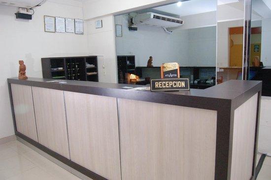 Hotel Copoazu: Front Desk