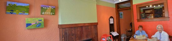 Dot's Coffee & Tea Shop: Inside