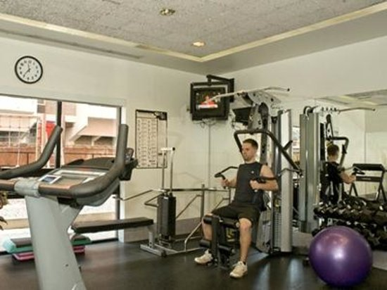 Cartier Place Suite Hotel: Exercise Facility