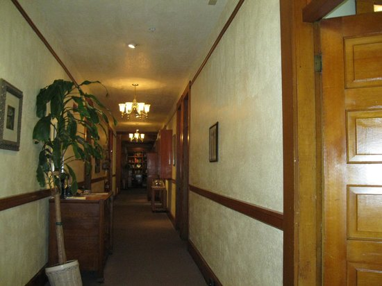 McCloud Hotel: Hall first level