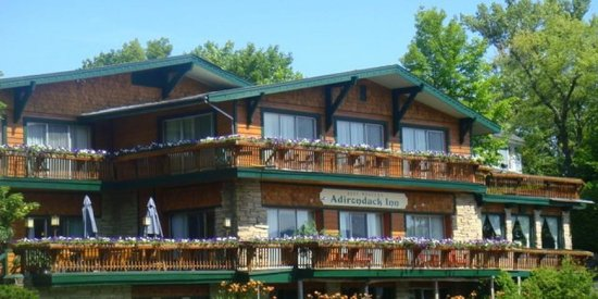 BEST WESTERN Adirondack Inn: Rustic looking building--very Adirondack-ish! :)
