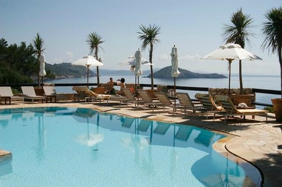 Hotel Il Pellicano: Pool with a stunning view