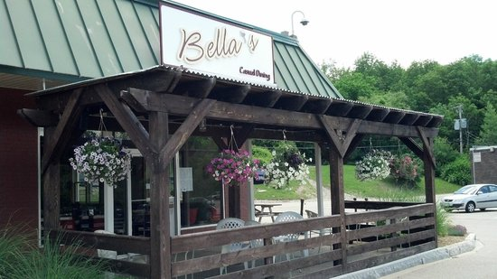 Bella's: Outside Seating