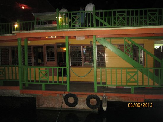 The Houseboat Grill: The outside of Houseboat