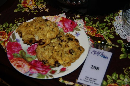 The Wild Iris Inn: Delicious cookies in your room!